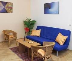 Very well kept building without an elevator. This  two-bedroom serviced apartment is 100 sq.m ,  and can sleep 3 people maximum.  The apartment has 1 bathroom. The minimum length of stay for this apar