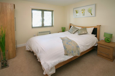 Cotham Lawn Apartments offer executive serviced apartments in the configuration of one and two bedrooms; studio apartments are also available. Some apartments are large enough that they have patio gar