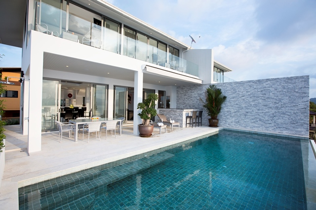 A luxury, modern, contemporary villa designed to take advantage of the spectacular sea views. The spacious, open-plan lounge, dining, kitchen area, that opens straight onto the partly covered poolside