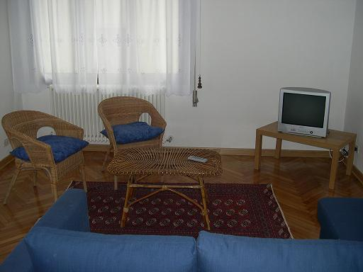 This is a large and bright apartment situated on the 3rd floor which very close to the Church of Frari. Modern building near shops. This  studio furnished apartment is 80 sq.m and is located . The apa