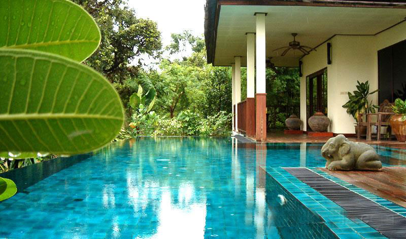 This place is ideal for Family. Gecko Villa invites you to travel off the beaten track and to discover a different and more authentic Thailand in the midst of the Thai countryside. Offering a private