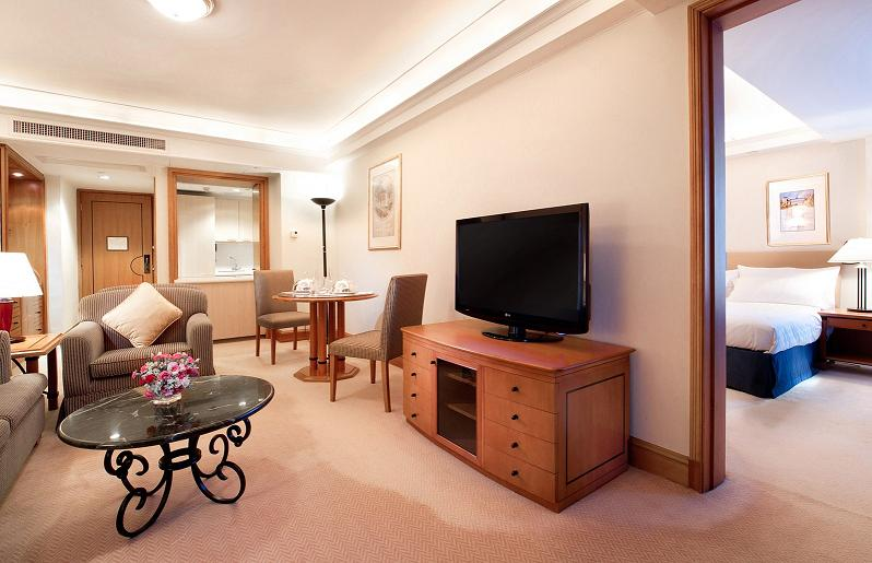 With the facility of 48 beautifully serviced suites and 506 five-star hotel guest rooms, we welcome both distinguished business and leisure travelers from all over the world.This serviced apartment bo