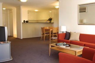 These Canberra serviced apartments enjoy a central location in Canberra City, close the CBD, retail stores and attractions such as the Australian National University, Casino, National Convention Centr