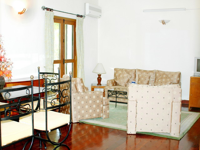Saigon Village is a mix of villas and apartments located in a nice compound with gardens and facilities,(tennis, swimming-pool, etc...) This  four-bedroom serviced apartment is 135 sq.m ,  and can sle