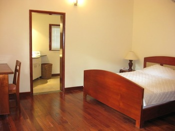 Saigon Village is a mix of villas and apartments located in a nice compound with gardens and facilities,(tennis, swimming-pool, etc...) This  one-bedroom serviced apartment is 40 sq.m ,  and can sleep