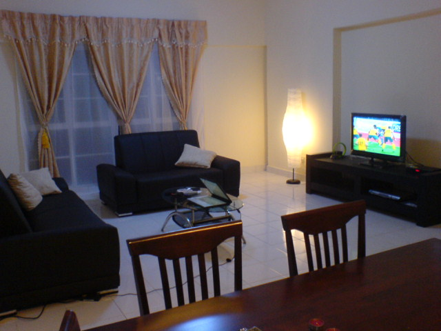 A new fully furnished unit with a built up area of 1,171 sq ft on a high floor, overlooking KL Tower  & Times Square, comprising of a large living with leather sofa & LCD TV, dining area, 2 bedrooms w