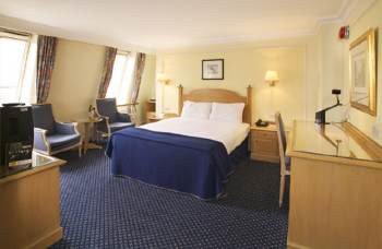 The Hotel is an elegant Victorian Hotel located in West London ideal for visiting most of the major local attractions in the city such as National History Museum, Science Museum or the Victoria and Al